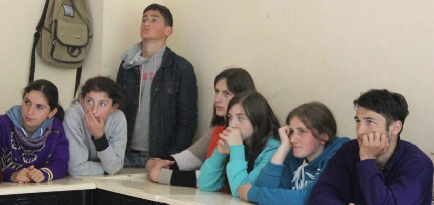 დისკუსია სოფელ ღურტას საჯარო სკოლაში