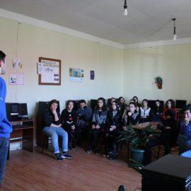 დისკუსია სოფელ მუხაესტატეს საჯარო სკოლაში