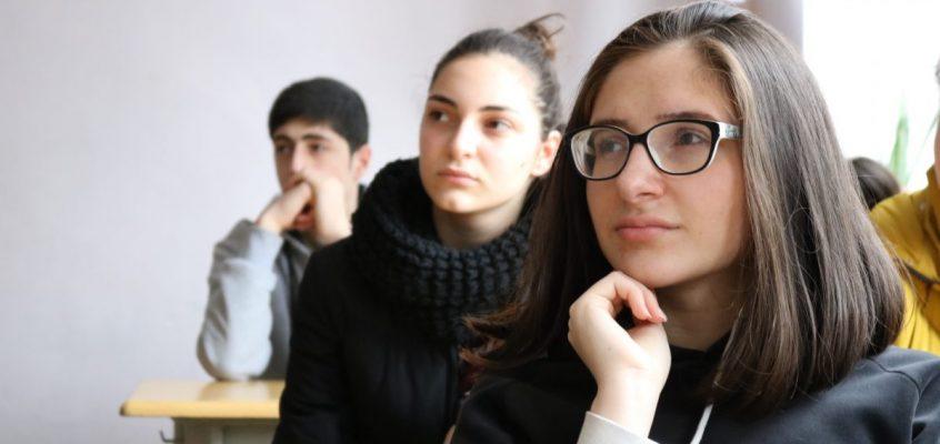 ინტერმუნიციპალური დისკუსია ოზურგეთის №2 საჯარო სკოლაში